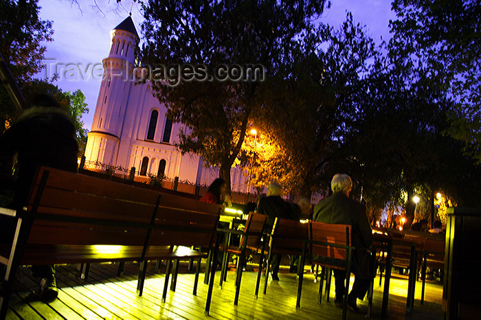 lithuania81: Lithuania - Vilnius: Caffe of Uzupis-view to The Orthodox Church of the Holy Mother of God - photo by Sandia - (c) Travel-Images.com - Stock Photography agency - Image Bank