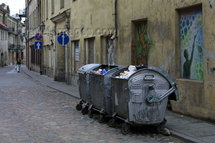 lithuania97: Lithuania - Vilnius: rubbish containers on a back-street - photo by A.Dnieprowsky - (c) Travel-Images.com - Stock Photography agency - Image Bank