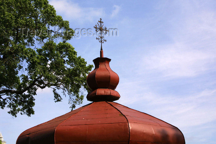 lithuania99: Lithuania - Vilnius: cross and roof-top - photo by A.Dnieprowsky - (c) Travel-Images.com - Stock Photography agency - Image Bank