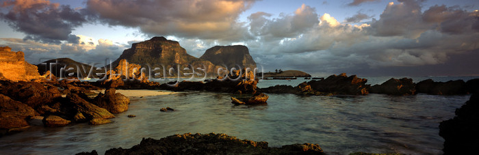 lord-howe1: Lord Howe island: panorama looking south - Unesco World Heritage site - photo by R.Eime - (c) Travel-Images.com - Stock Photography agency - Image Bank