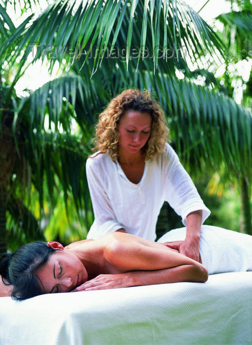 lord-howe3: Lord Howe island: massage at Arajilla resort - photo by R.Eime  - (c) Travel-Images.com - Stock Photography agency - Image Bank