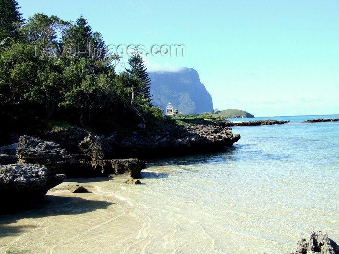 lord-howe5: Lord Howe island: looking south - ship at the wharf - photo by R.Eime - (c) Travel-Images.com - Stock Photography agency - Image Bank