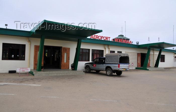 madagascar101: Morondava - Menabe, Toliara province, Madagascar: airport terminal - IATA: MOQ, ICAO: FMMV - photo by M.Torres - (c) Travel-Images.com - Stock Photography agency - Image Bank