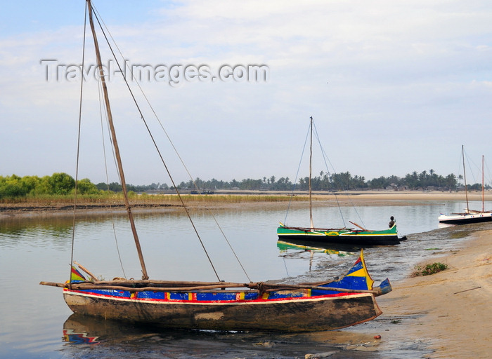 madagascar117: Morondava - Menabe, Toliara province, Madagascar: fishing boats rest in the harbour - Nosy Kely peninsula - photo by M.Torres - (c) Travel-Images.com - Stock Photography agency - Image Bank