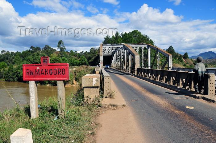 madagascar165: RN2, Marovitsika, Alaotra-Mangoro region, Toamasina Province, Madagascar: road and rail bridge over the river Mangoro - photo by M.Torres - (c) Travel-Images.com - Stock Photography agency - Image Bank