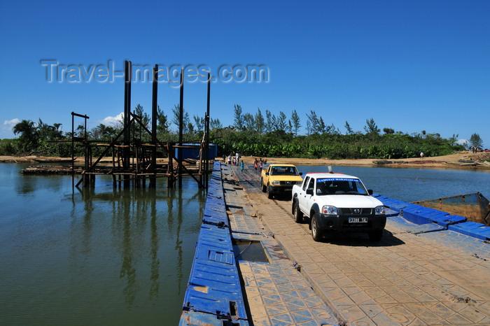 madagascar182: RN5, Ambodibonara, Atsinanana region, Toamasina Province, Madagascar: floating bridge over the River Onibe - Nissan pick-up truck - Camusat Madagascar - photo by M.Torres - (c) Travel-Images.com - Stock Photography agency - Image Bank