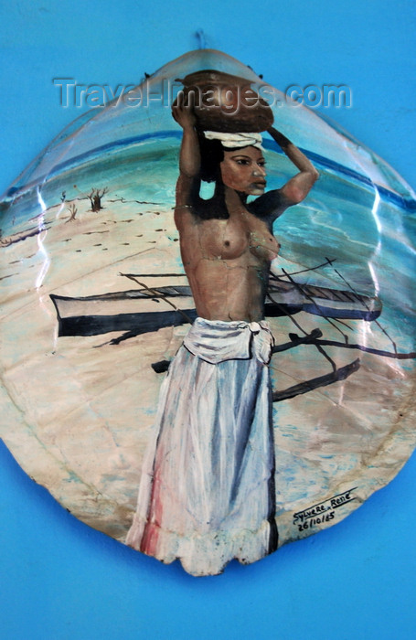 madagascar219: Belo sur Tsiribihina, Menabe Region, Toliara Province, Madagascar: painting on a turtle shell - Sakalava woman with a pot on the beach - Malagasy art - photo by M.Torres - (c) Travel-Images.com - Stock Photography agency - Image Bank