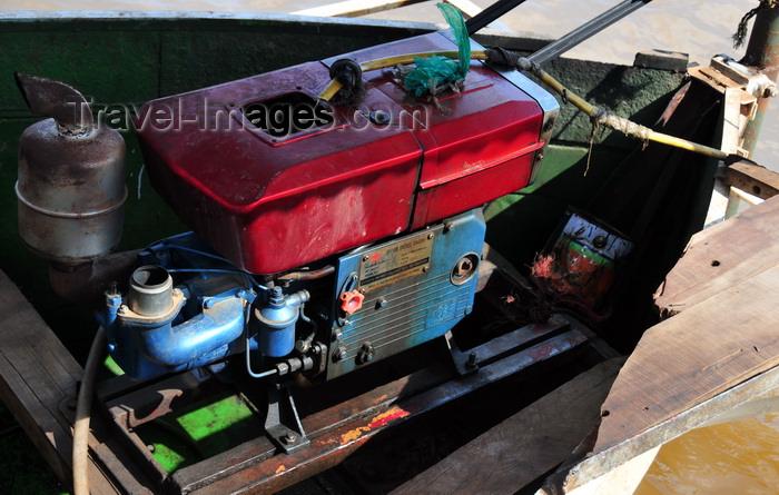 madagascar227: Belo sur Tsiribihina, Menabe Region, Toliara Province, Madagascar: Changzhou 20 HP Diesel engine of a river ferry - photo by M.Torres - (c) Travel-Images.com - Stock Photography agency - Image Bank