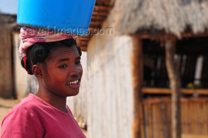 madagascar249: West coast road between the Manambolo river and Belon'i Tsiribihina, Toliara Province, Madagascar: Sakalava woman carrying a blue bucket on her head - photo by M.Torres - (c) Travel-Images.com - Stock Photography agency - Image Bank