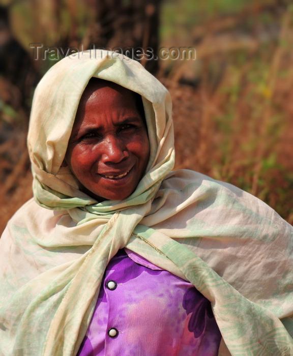 madagascar253: West coast road between the Manambolo river and Belon'i Tsiribihina, Toliara Province, Madagascar: woman wearing a lamba - photo by M.Torres - (c) Travel-Images.com - Stock Photography agency - Image Bank