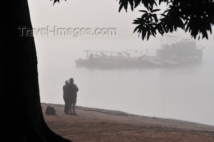 madagascar264: Bekopaka, Antsalova district, Melaky region, Mahajanga province, Madagascar: morning mist on the  Manambolo River - idle ferry - photo by M.Torres - (c) Travel-Images.com - Stock Photography agency - Image Bank