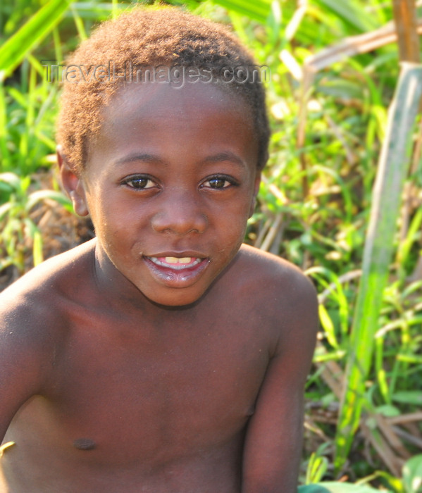 madagascar273: Bekopaka, Antsalova district, Melaky region, Mahajanga province, Madagascar: Sakalava boy on a maize field - photo by M.Torres - (c) Travel-Images.com - Stock Photography agency - Image Bank