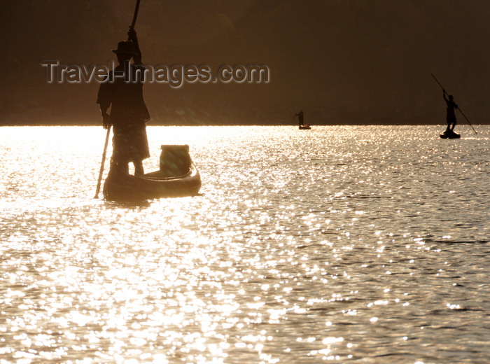 madagascar284: Antsalova district, Melaky region, Mahajanga province, Madagascar: Manambolo River - men in canoes - sunrise light reflected on the water - photo by M.Torres - (c) Travel-Images.com - Stock Photography agency - Image Bank