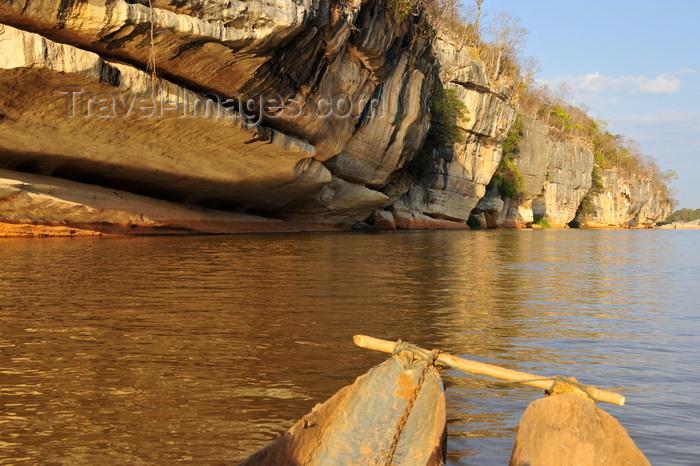 madagascar289: Antsalova district, Melaky region, Mahajanga province, Madagascar: Manambolo River - cliffs and tress along the ridgeline - photo by M.Torres - (c) Travel-Images.com - Stock Photography agency - Image Bank