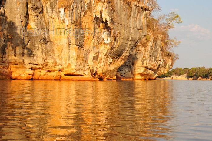 madagascar291: Antsalova district, Melaky region, Mahajanga province, Madagascar: Manambolo River - cliffs along the gorge - photo by M.Torres - (c) Travel-Images.com - Stock Photography agency - Image Bank