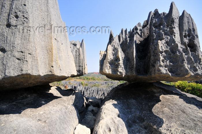madagascar316: Tsingy de Bemaraha National Park, Mahajanga province, Madagascar: balancing rock - karst limestone formation - UNESCO World Heritage Site - photo by M.Torres - (c) Travel-Images.com - Stock Photography agency - Image Bank