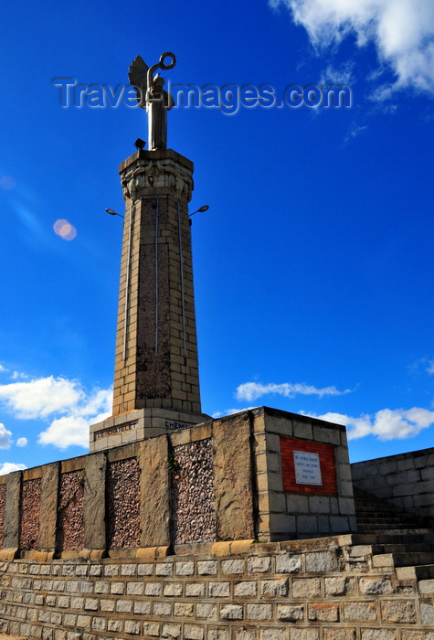 madagascar338: Antananarivo / Tananarive / Tana - Analamanga region, Madagascar: Monument aux Morts on Lac Anosy - the 'Black Angel' celebrates those that gave their lives for France - decoration by Perrin - photo by M.Torres - (c) Travel-Images.com - Stock Photography agency - Image Bank