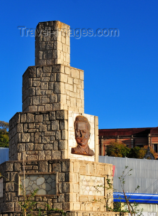 madagascar348: Antananarivo / Tananarive / Tana - Analamanga region, Madagascar: Jean Ralaimongo monument - he campaigned for Madagascar to become part of France - column on Independence avenue - photo by M.Torres - (c) Travel-Images.com - Stock Photography agency - Image Bank