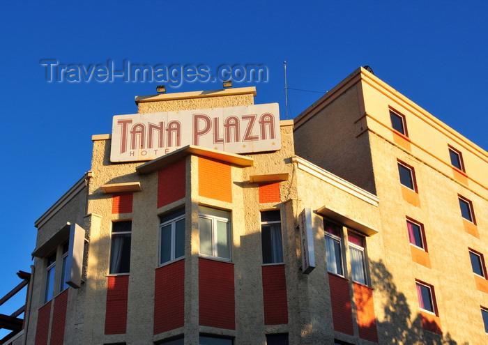 madagascar352: Antananarivo / Tananarive / Tana - Analamanga region, Madagascar: Independence avenue - Tana Plaza hotel - araben'ny Fahaleovantena - Analakely - photo by M.Torres - (c) Travel-Images.com - Stock Photography agency - Image Bank
