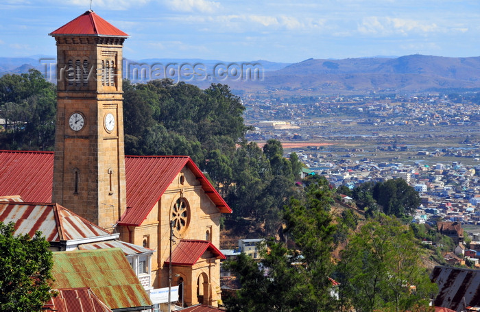 madagascar373: Antananarivo / Tananarive / Tana - Analamanga region, Madagascar: upper city - church on the cliff edge - overhanging the Mahamasina - FJKM Ambonin´Ampamarinana church, built in memory of Christian martyrs hanged in 1849 - Temple protestant d'Ampamarinana - photo by M.Torres - (c) Travel-Images.com - Stock Photography agency - Image Bank