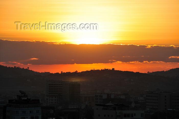 madagascar393: Antananarivo / Tananarive / Tana - Analamanga region, Madagascar: horizon at sunset - photo by M.Torres - (c) Travel-Images.com - Stock Photography agency - Image Bank