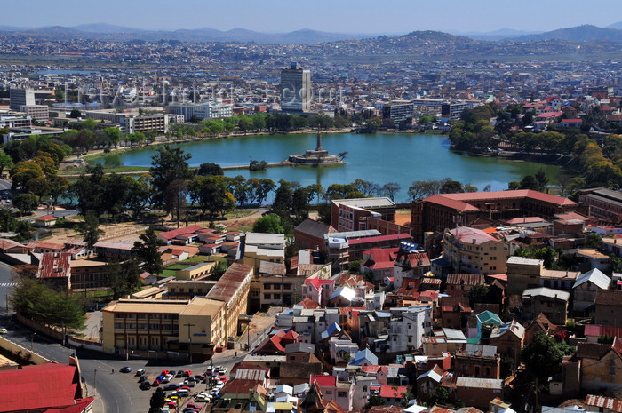 madagascar415: Antananarivo / Tananarive / Tana - Analamanga region, Madagascar: view from the Haute Ville - the heart shaped Anosy Lake with its War Memorial at the end of a causeway - panoramic view of downtown - photo by M.Torres - (c) Travel-Images.com - Stock Photography agency - Image Bank