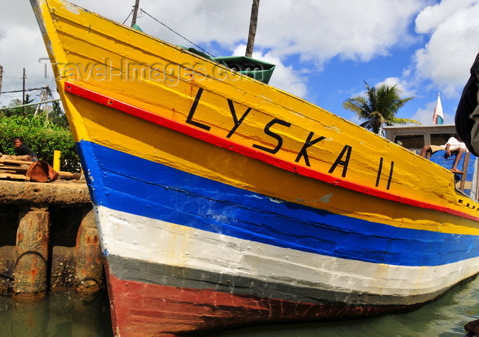 madagascar42: Ambodifotatra, Île Sainte Marie / Nosy Boraha, Analanjirofo region, Toamasina province, Madagascar: Lyska II in the harbour - prow of wooden freighter - photo by M.Torres - (c) Travel-Images.com - Stock Photography agency - Image Bank