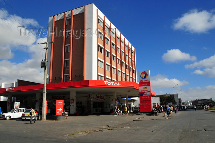 madagascar429: Antananarivo / Tananarive / Tana - Analamanga region, Madagascar: Total petrol station and Bonjour shop - photo by M.Torres - (c) Travel-Images.com - Stock Photography agency - Image Bank
