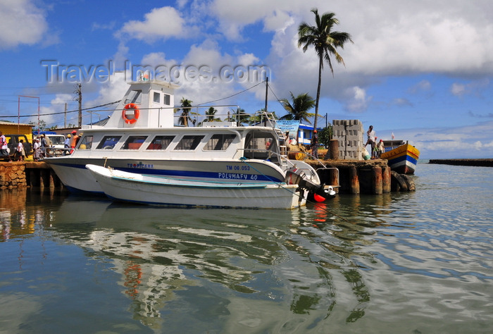 madagascar43: Ambodifotatra, Île Sainte Marie / Nosy Boraha, Analanjirofo region, Toamasina province, Madagascar: harbour scene - the Tropicana awaits passengers bound for the mainland - the area was once a pirates' lair - photo by M.Torres - (c) Travel-Images.com - Stock Photography agency - Image Bank