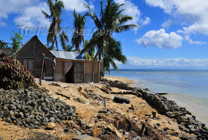 madagascar44: Belle-Vue, Île Sainte Marie / Nosy Boraha, Analanjirofo region, Toamasina province, Madagascar: wooden cottage by the beach - photo by M.Torres - (c) Travel-Images.com - Stock Photography agency - Image Bank
