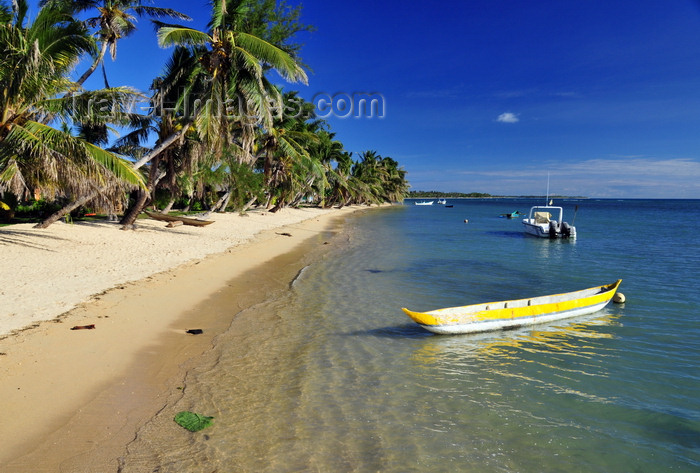 madagascar57: Vohilava, Île Sainte Marie / Nosy Boraha, Analanjirofo region, Toamasina province, Madagascar: canoe and coconut lined beach - looking south - photo by M.Torres - (c) Travel-Images.com - Stock Photography agency - Image Bank