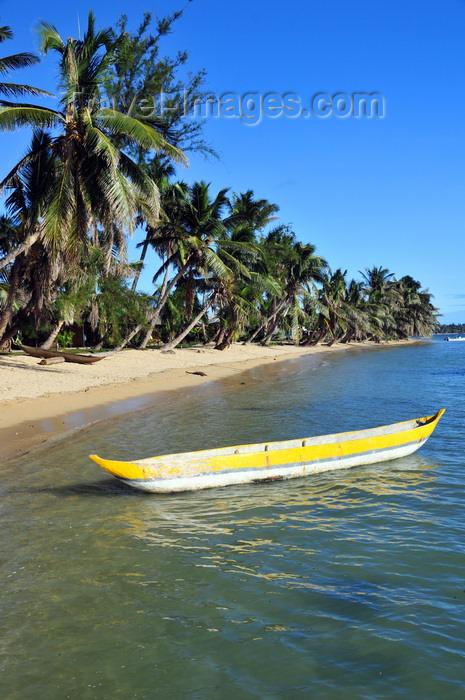 madagascar58: Vohilava, Île Sainte Marie / Nosy Boraha, Analanjirofo region, Toamasina province, Madagascar: traditional canoes and tropical beach on the sheltered east coast of the island - photo by M.Torres - (c) Travel-Images.com - Stock Photography agency - Image Bank