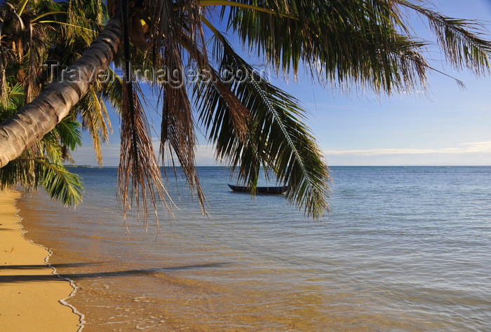 madagascar65: Vohilava, Île Sainte Marie / Nosy Boraha, Analanjirofo region, Toamasina province, Madagascar: beach scene - the ocean is like a lake - photo by M.Torres - (c) Travel-Images.com - Stock Photography agency - Image Bank