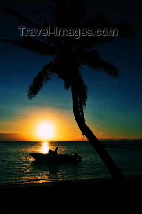 madagascar66: Vohilava, Île Sainte Marie / Nosy Boraha, Analanjirofo region, Toamasina province, Madagascar: beach sunset - coconut tree and boat - photo by M.Torres - (c) Travel-Images.com - Stock Photography agency - Image Bank