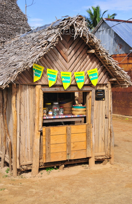 madagascar71: Vohilava, Île Sainte Marie / Nosy Boraha, Analanjirofo region, Toamasina province, Madagascar: the local general store - wooden hut - photo by M.Torres - (c) Travel-Images.com - Stock Photography agency - Image Bank
