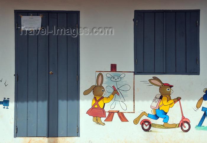 madagascar75: Vohilava, Île Sainte Marie / Nosy Boraha, Analanjirofo region, Toamasina province, Madagascar: at the Kindergarten - creche - photo by M.Torres - (c) Travel-Images.com - Stock Photography agency - Image Bank