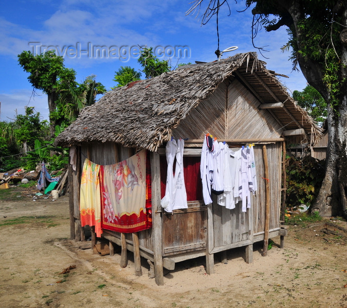 madagascar76: Ravoraha, Île Sainte Marie / Nosy Boraha, Analanjirofo region, Toamasina province, Madagascar: village dewelling - photo by M.Torres - (c) Travel-Images.com - Stock Photography agency - Image Bank