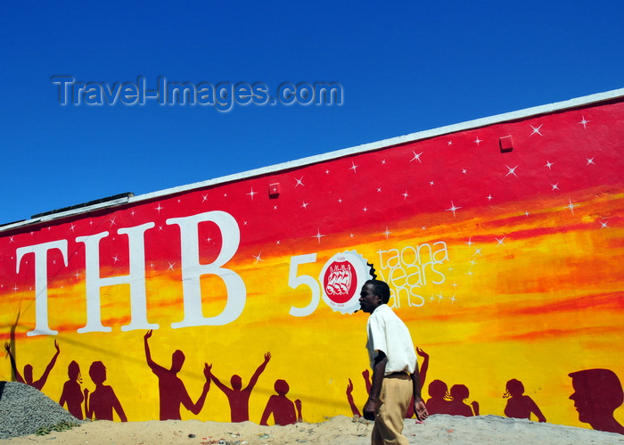 madagascar84: Toamasina / Tamatave, Madagascar: mural ad for TBH brewery, Three Horses Beer, Madagascar's favourite pilsner - photo by M.Torres - (c) Travel-Images.com - Stock Photography agency - Image Bank