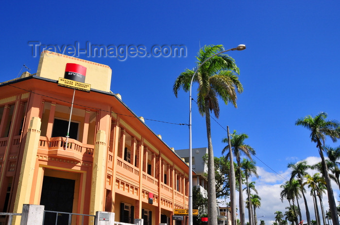madagascar86: Toamasina / Tamatave, Madagascar: BFV-SG bank - Araben'ny Fahaleovantena blvd -photo by M.Torres - (c) Travel-Images.com - Stock Photography agency - Image Bank