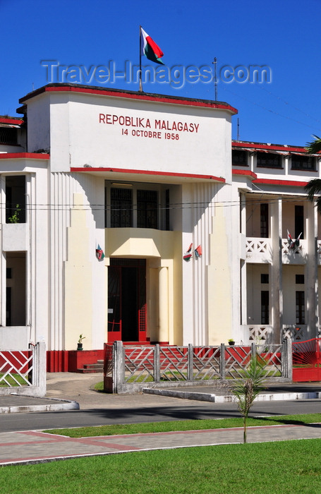 madagascar89: Toamasina / Tamatave, Madagascar: Atsinanana, region administrative building - Hotel de Région - Araben'ny Fahaleovantena blvd - photo by M.Torres - (c) Travel-Images.com - Stock Photography agency - Image Bank