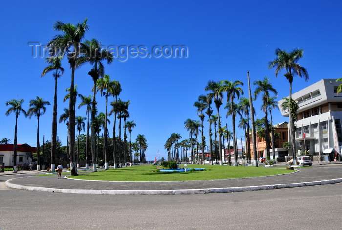 madagascar95: Toamasina / Tamatave, Madagascar: the palm lined Independence avenue, formerly Poincaré avenue, built after the 1927 hurricane - Araben'ny Fahaleovantena blvd - photo by M.Torres - (c) Travel-Images.com - Stock Photography agency - Image Bank
