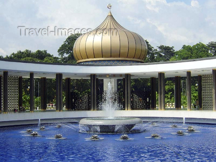 mal123: Malaysia - Kuala Lumpur -  KL / KUL: National monument - pond and golden dome - photo by Ben Jackson - (c) Travel-Images.com - Stock Photography agency - Image Bank