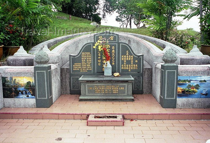 mal164: Malaysia - Malacca / Melaka: tomb - Chinese cemetery - Bukit China (photo by J.Kaman) - (c) Travel-Images.com - Stock Photography agency - Image Bank