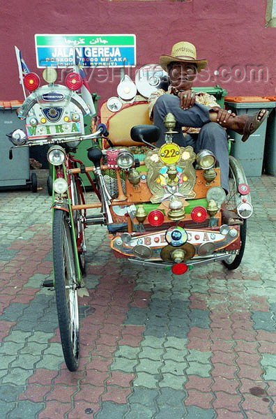 mal36: Malaysia - Malacca: rickshaw with the pilot resting  (photo by J.Kaman) - (c) Travel-Images.com - Stock Photography agency - Image Bank