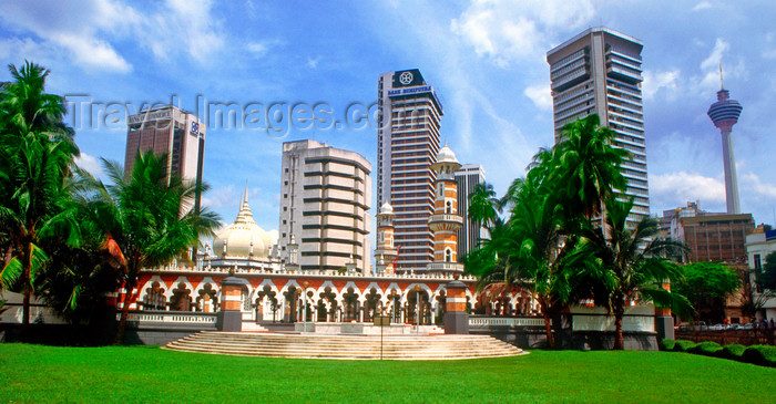 mal482: Masjid Jamek mosque and City center skyline, Kuala Lumpur, Malaysia. - photo by B.Lendrum - (c) Travel-Images.com - Stock Photography agency - Image Bank