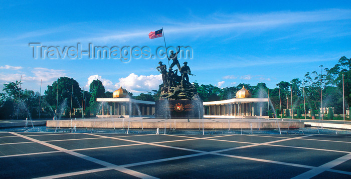 mal486: Malaysia - Kuala Lumpur - KL / KUL: National monument - Tugu Negara - dedicated to the fighters that died in Malaysia's struggle for freedom - photo by B.Lendrum - (c) Travel-Images.com - Stock Photography agency - Image Bank