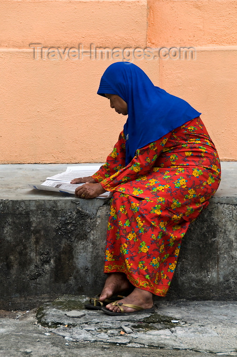 mal503: Kuala Lumpur, Malaysia: Malay Muslim woman reading a newspaper - photo by J.Pemberton - (c) Travel-Images.com - Stock Photography agency - Image Bank