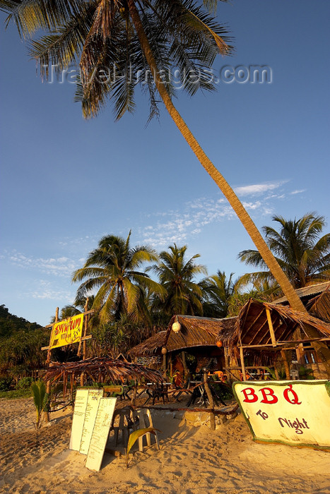 mal67: Malaysia - Pulau Perhentian / Perhentian Island, Terengganu: beach restaurant (photo by Jez Tryner) - (c) Travel-Images.com - Stock Photography agency - Image Bank