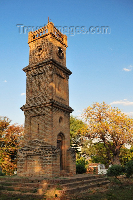 malawi109: Mangochi, Malawi: Queen Victoria Memorial Tower, built in 1901 is the town's main landmark - the tower was later dedicated to the victims of the 1946 sinking of the MV Vipya - photo by M.Torres - (c) Travel-Images.com - Stock Photography agency - Image Bank