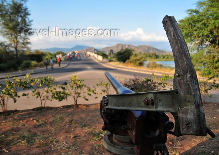 malawi112: Mangochi, Malawi: Hotchkiss gun from British Nyasaland Guendolen gun boat, famous for the 1994 attack on the German vessel Hermann von Wissmann - Bakili Muluzi bridge - photo by M.Torres - (c) Travel-Images.com - Stock Photography agency - Image Bank